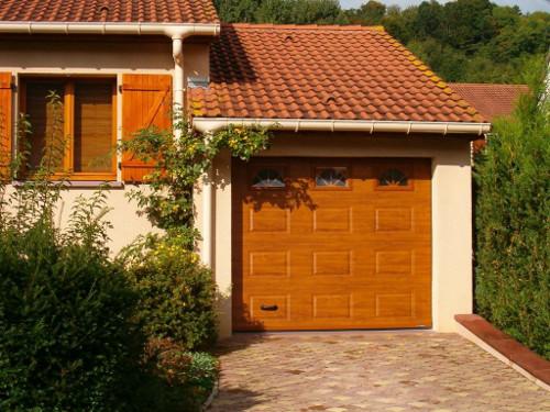 Porte De Garage Sectionnelle LA TOULOUSAINE Distributeur à DUNKERQUE - Porte de garage la toulousaine